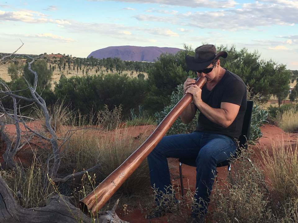 digeridoo player in red centre of australia