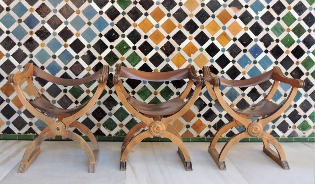 3 wooden chairs tiled wall palace allhambra 1
